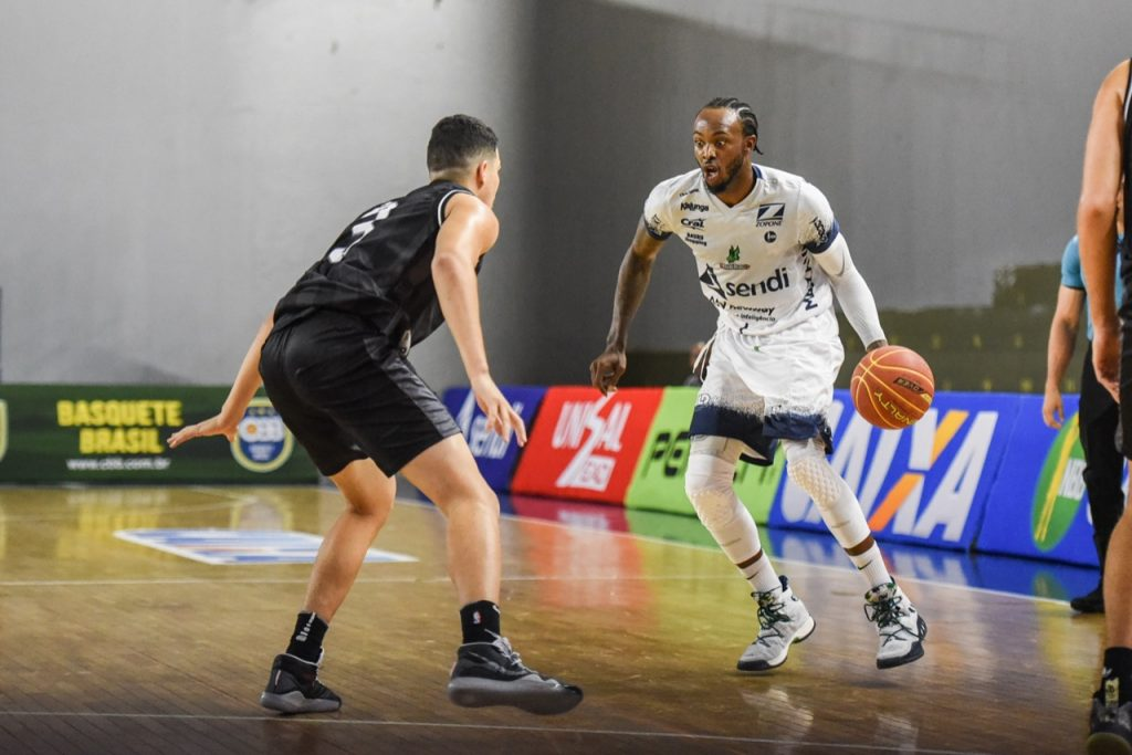 Wiggins-Bauru-Basket