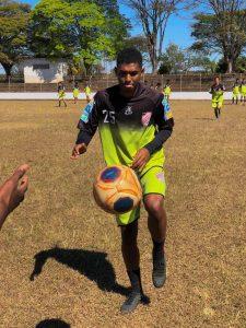 Maycon Pereira, atacante de 17 anos que sonha em brilhar no futebol