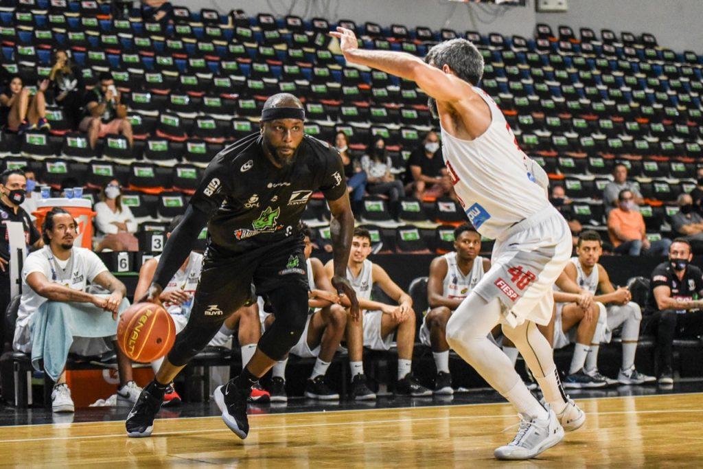 Tyrone Bauru Basket